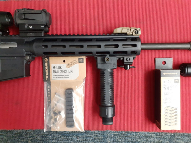 Smith & Wesson 15-22 M&P MAGPUL FDE Semi-Auto .22  Rifles