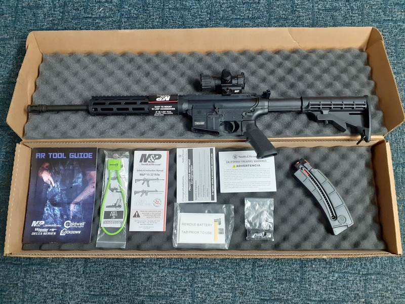 Smith & Wesson STANDARD 15-22 with MP100 RED DOT Semi-Auto .22  Rifles